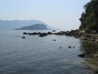 Скалы у пляжа