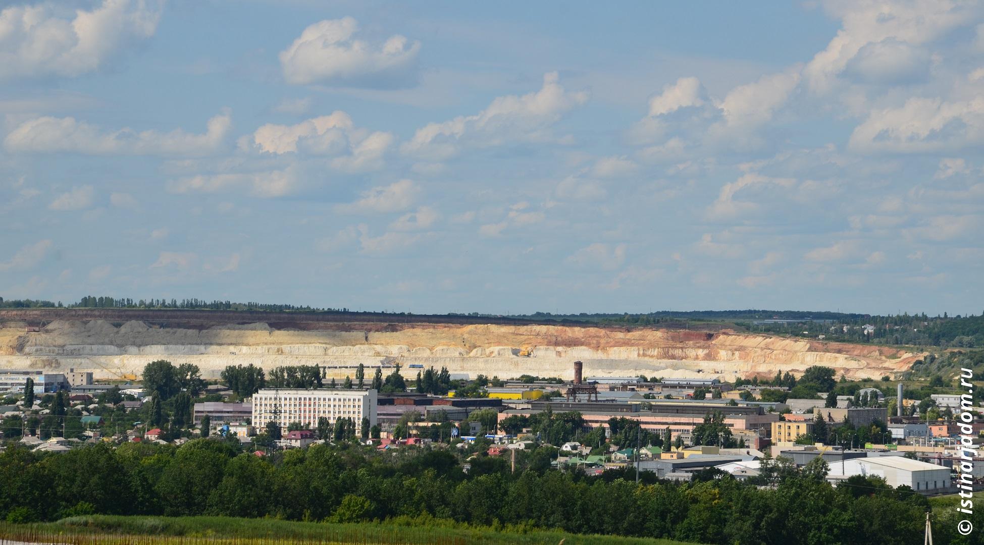 Меловой карьер и цементный завод