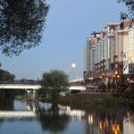 полная луна над мостом через речку 2018