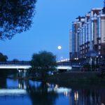 полная луна над мостом жилой комплекс 2018