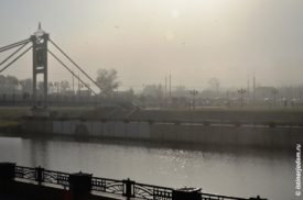 Солнце еле пробивается из-за тумана
