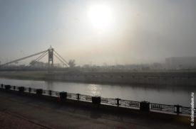 Солнце пробивается сквозь туман