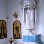 Статуя Божией Матери у святого источника