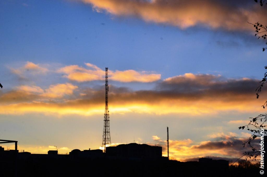 Закат, вид на телевышку